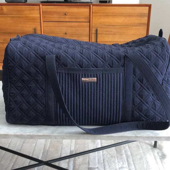 1b03dde6d2f8 Vera Bradley Large Quilted Duffle Bag. M 5b9165437386bca6ace4904e